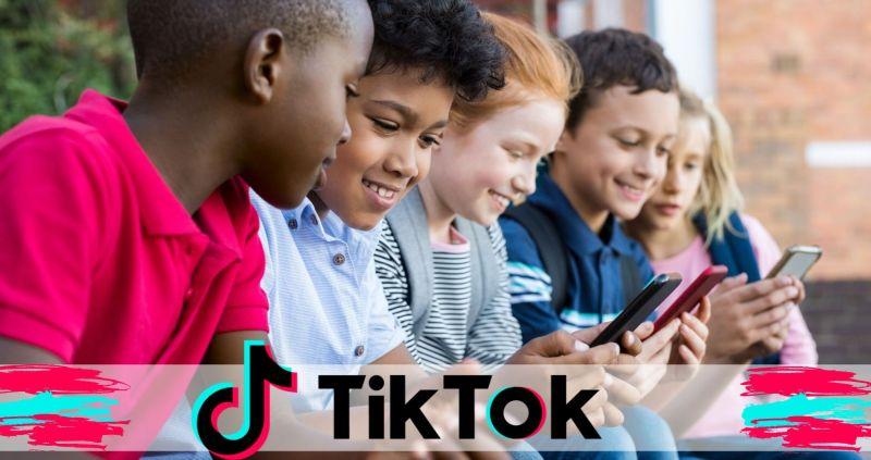 children-using-smart-phone-picture-id950607434-2